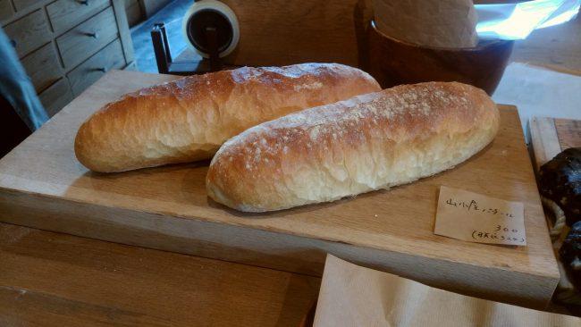 食事を邪魔しないフランスパン