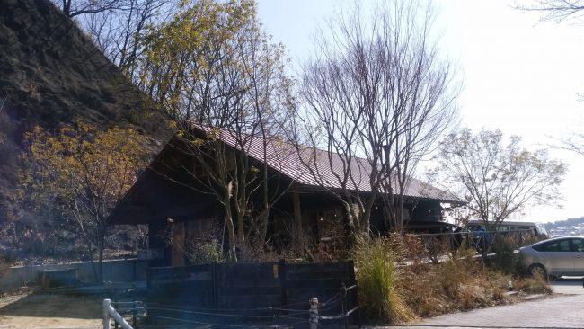 山小屋風の生瀬ヒュッテの外観写真