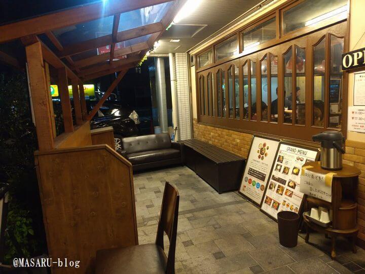 津の田ミート茨木店の待合室