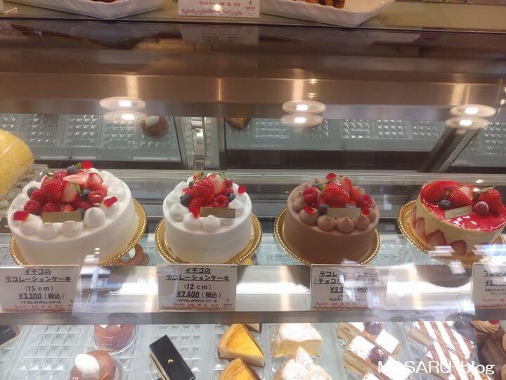 バースデーケーキのショーケース