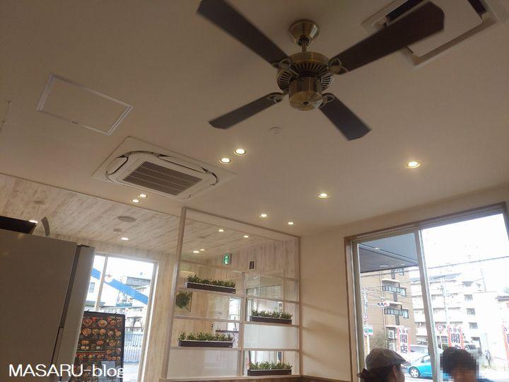 茨木市の吉野家真砂店の店内写真