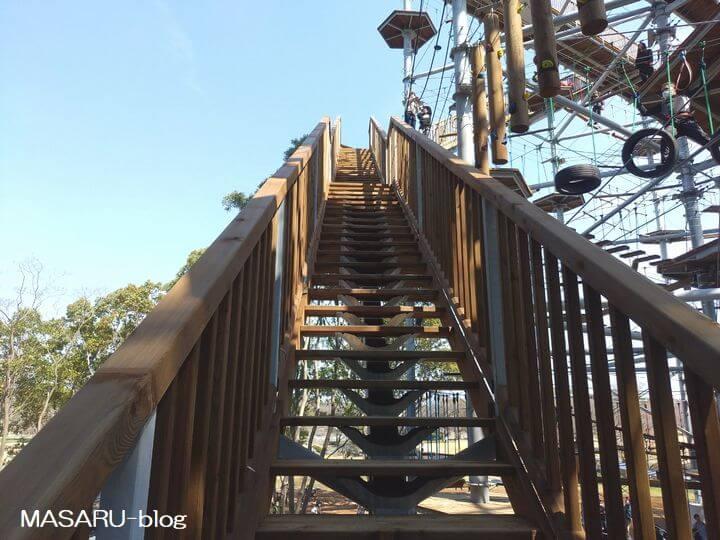 天空回廊への上りの階段