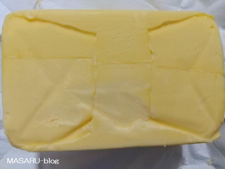 黄色っぽい業務スーパーのグラスフェッドバター